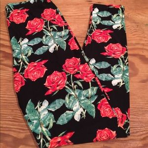 🆑🆑Must Bundle 3+ 🌹 Leggings